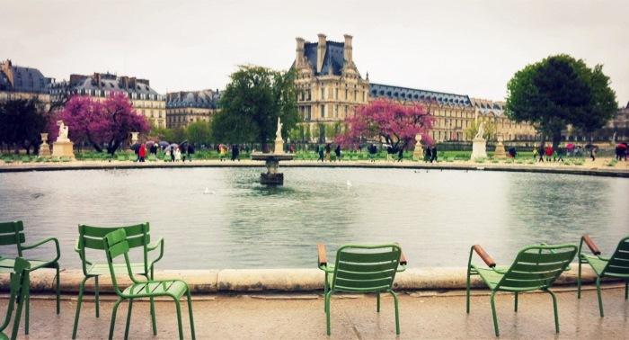 Elisa mora think as a loutre for Paris paysage